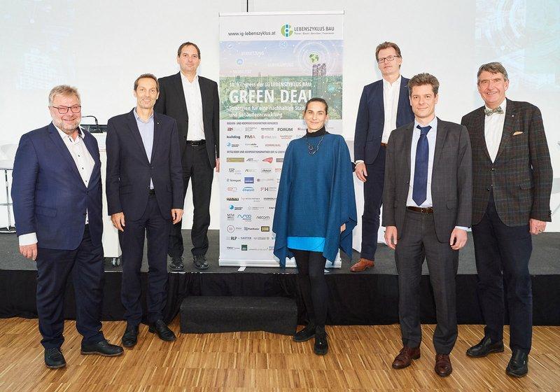Initiators and leaders of the IG Lebenszyklus Bau, from left: Karl Friedl/MOOCON.GmbH, Wolfgang Kradischnig/DELTA, Klaus Reisinger/iC consulenten, Margot Grim-Schlink/e7, Marc Guido Höhne/Drees&Sommer, Stefan Rufera/KPMG, and Christoph M. Achammer. Photo: IGLZ Bau/Leo Hagen