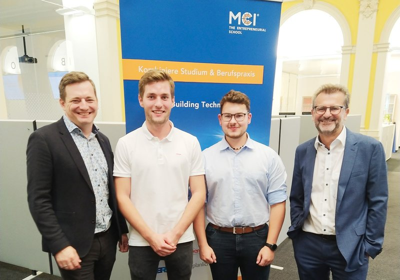 From left: Georg Wartelsteiner, ATP building services specialist and MCI lecturer, the two students, who will gain their practical experience at ATP, and ATP partner Gerald Hulka at the kickoff event. Photo: ATP