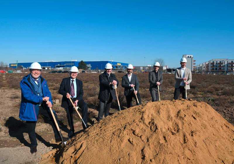 Groundbreaking ceremony: from left: KVNO Chairman Dr. med. Frank Bergmann, Bernd Zimmer, Chairman of KVNO's Representative Assembly, Dr. med. Carsten König, Deputy Chairman of KVNO, Harald Stieber, Managing Director of ATP Frankfurt, Michael Wiebelt, Partner at M.O.O.CON, and Lukas Müller, Construction Manager from Leonhard Weiss. Photo: KVNO