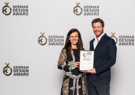 Lilo Dellantonio und Paul Ohnmacht von ATP Innsbruck bei der feierlichen Verleihung in Frankfurt. Foto: German Design Council/Team Lutz Sternstein