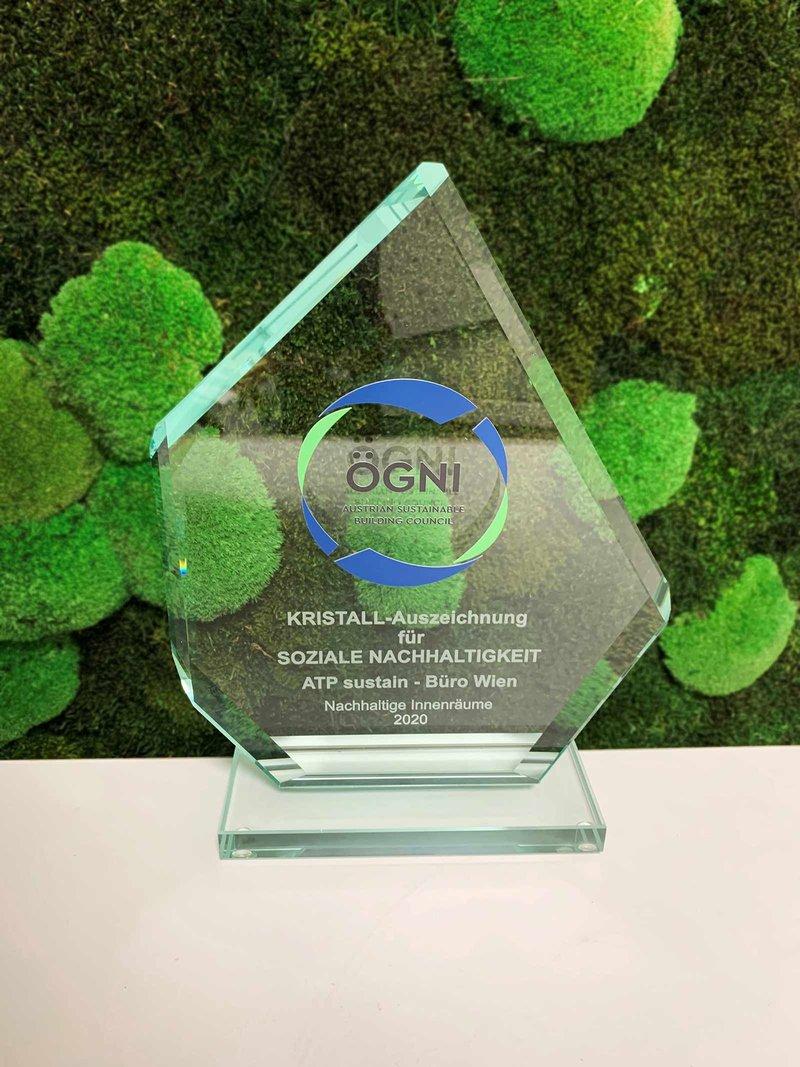 ÖGNI-Kristall für besonders hohe soziale Nachhaltigkeit. Foto: ATP sustain