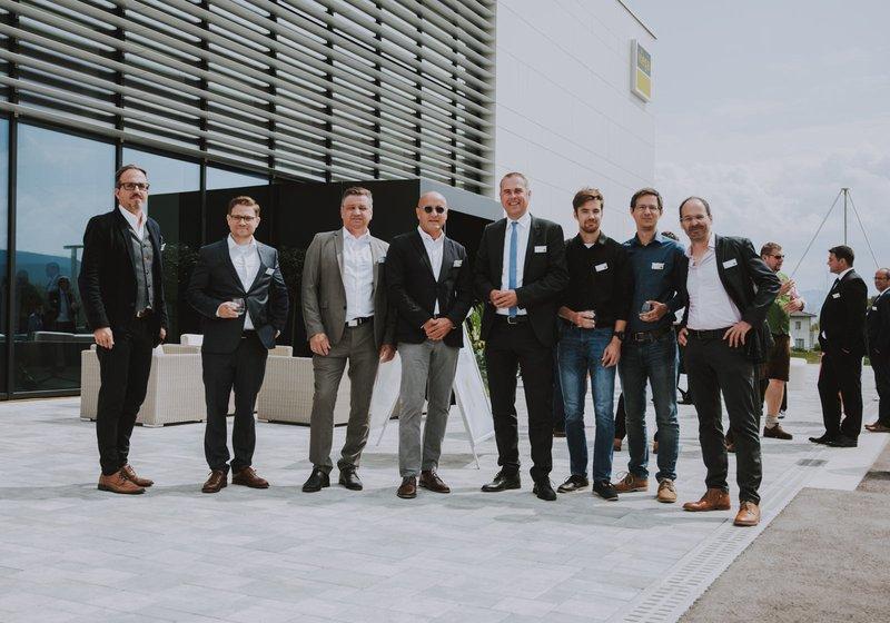 s lijeva: Michael Haugeneder (GL ATP sustain), Florian Sedelmaier, Ernst Kupnick (Projektleiter ELT, ATP), ATP-Partner Horst Reiner, Christian Rüsche (GF Viega Österreich), Dominik Bodenstein (Modellierer, ATP), Thomas Edlinger (Projektleiter HKLS, ATP) und Hannes Achammer (Associate Partner, ATP) pri otvaranju. Foto: Viega/EDELSBACHER TASSILO