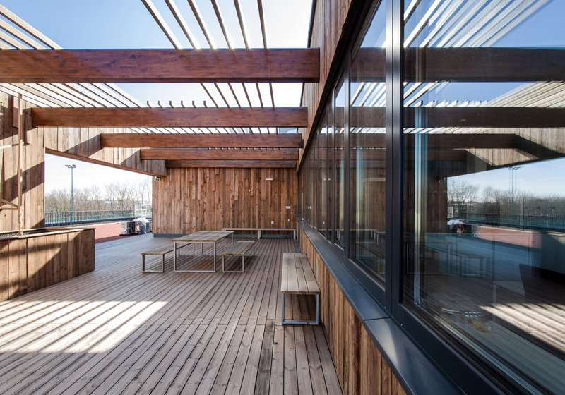 Recycling: upgraded recycled wood on the roof terrace of the facility. Photo: ATP/Florian Schaller