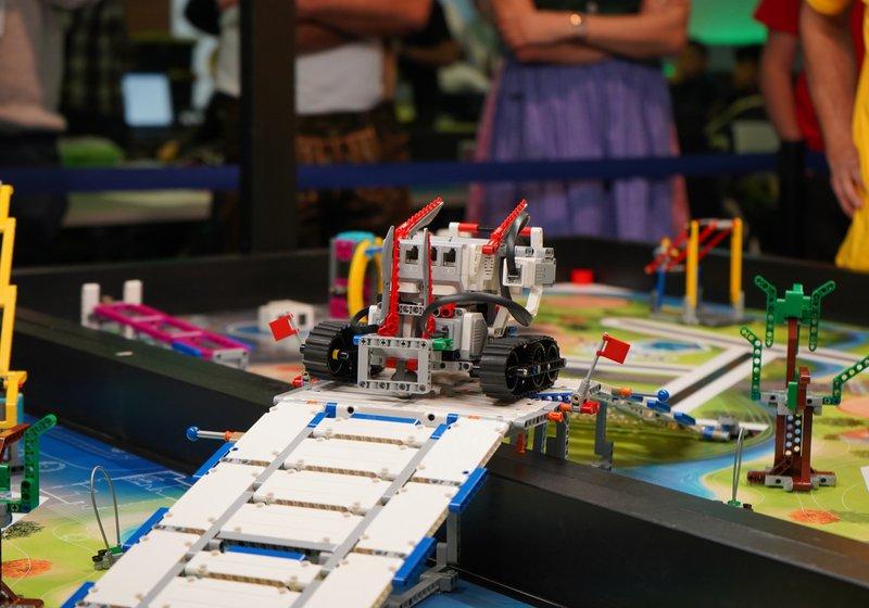 Als Silber-Sponsor und Vielleicht-Bald-Arbeitgeber war ATP live beim Forschungs- und Roboterwettbewerb dabei. Foto: talentify GmbH