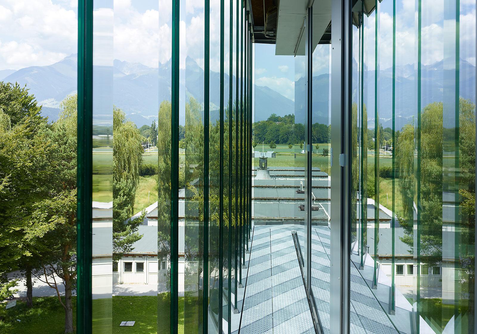 Eine Besonderheit: Die neue Fassade der Architekturfakultät bietet Frischluft durch automatische Lüftungsflügel. Foto: ATP/Jantscher.