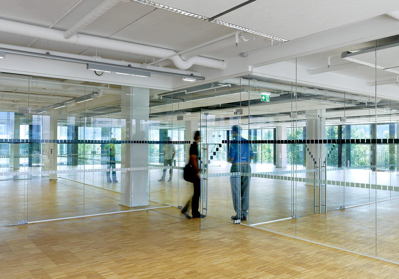 Raumhohe Verglasung, offene Decken und großzügige Raumkonfigurationen in den neuen Studios. Foto: ATP/Jantscher