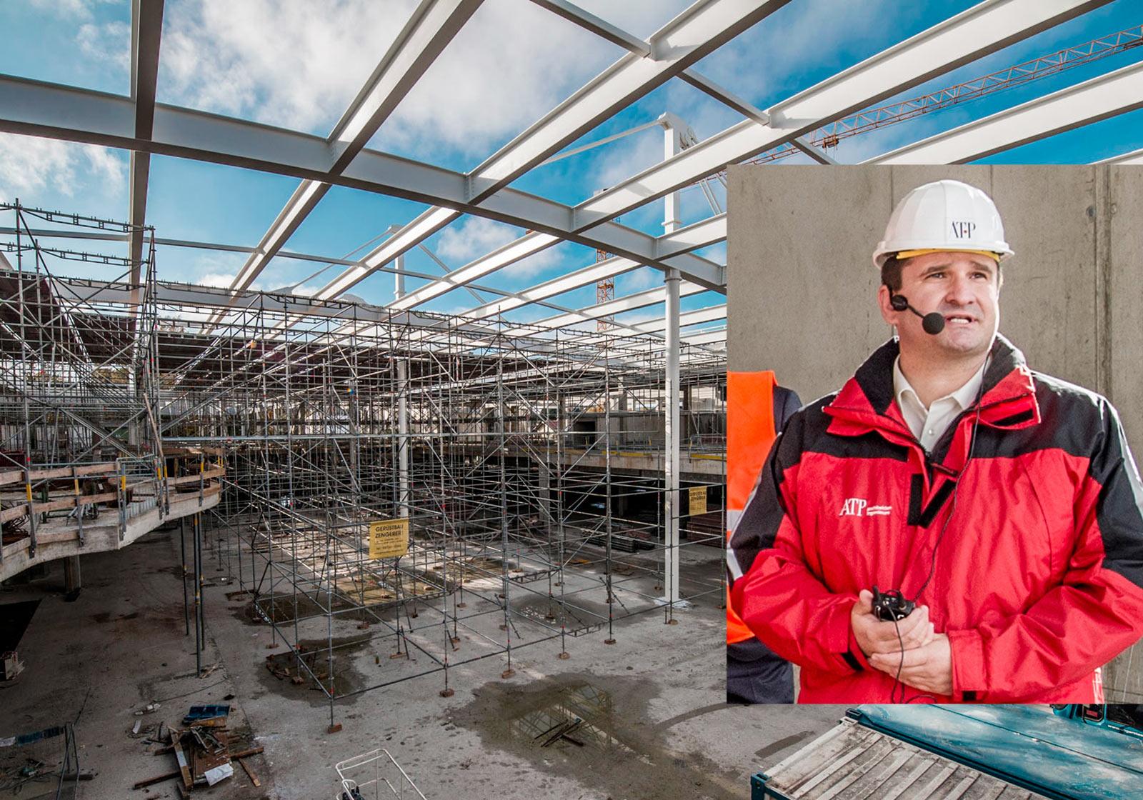 Каркас здания готов, скоро начнется внутренняя отделка. Открытие центра запланировано на август 2015 года. Контроль за ходом работ: Томас Раутенберг. Фотоколлаж: ATP/SES