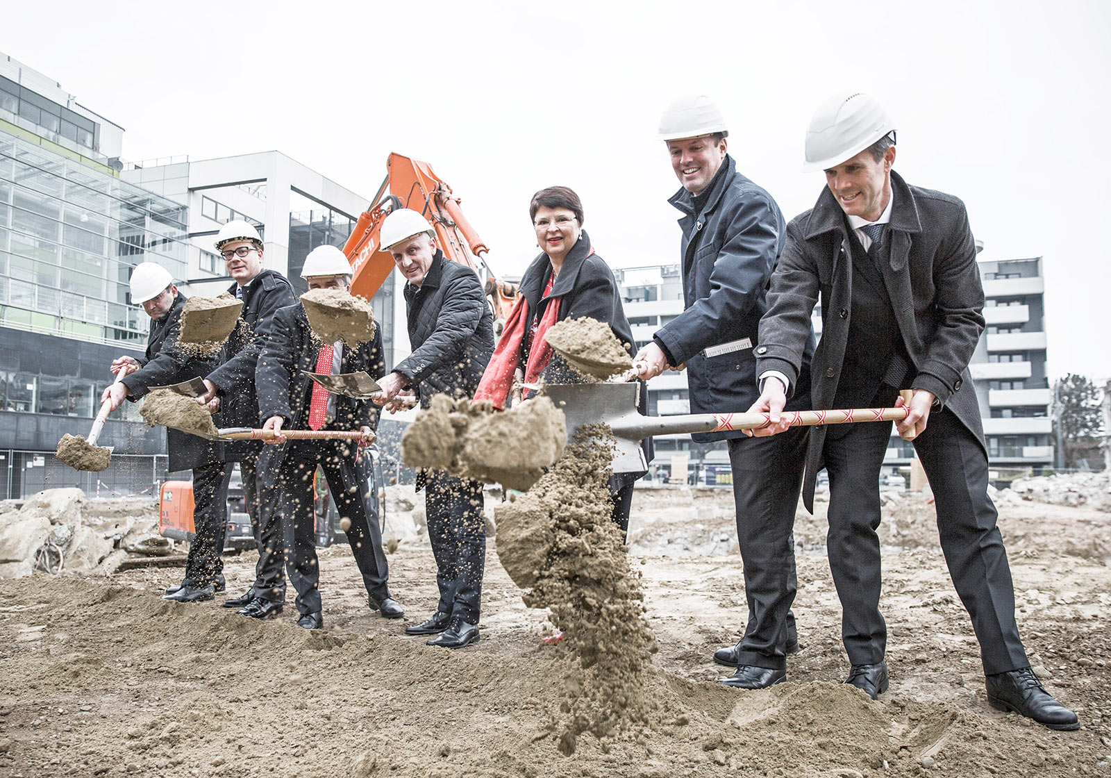 Horst Reiner, ATP's partner in Vienna (center) with client representatives and politicians during the groundbreaking ceremony. Photo: IMP/pov