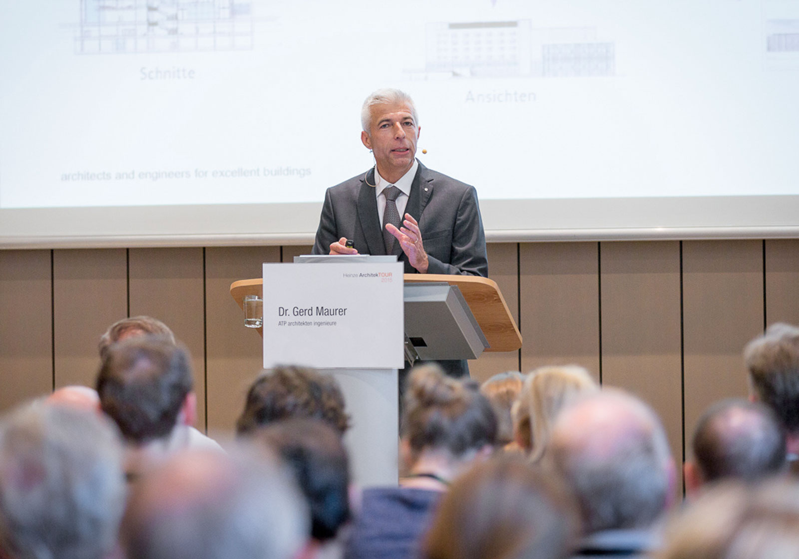 "Dr.-Ing. Gerd Maurer speaking on the subject of ""BIM – all in one."" Photo: Heinze GmbH, Celle."