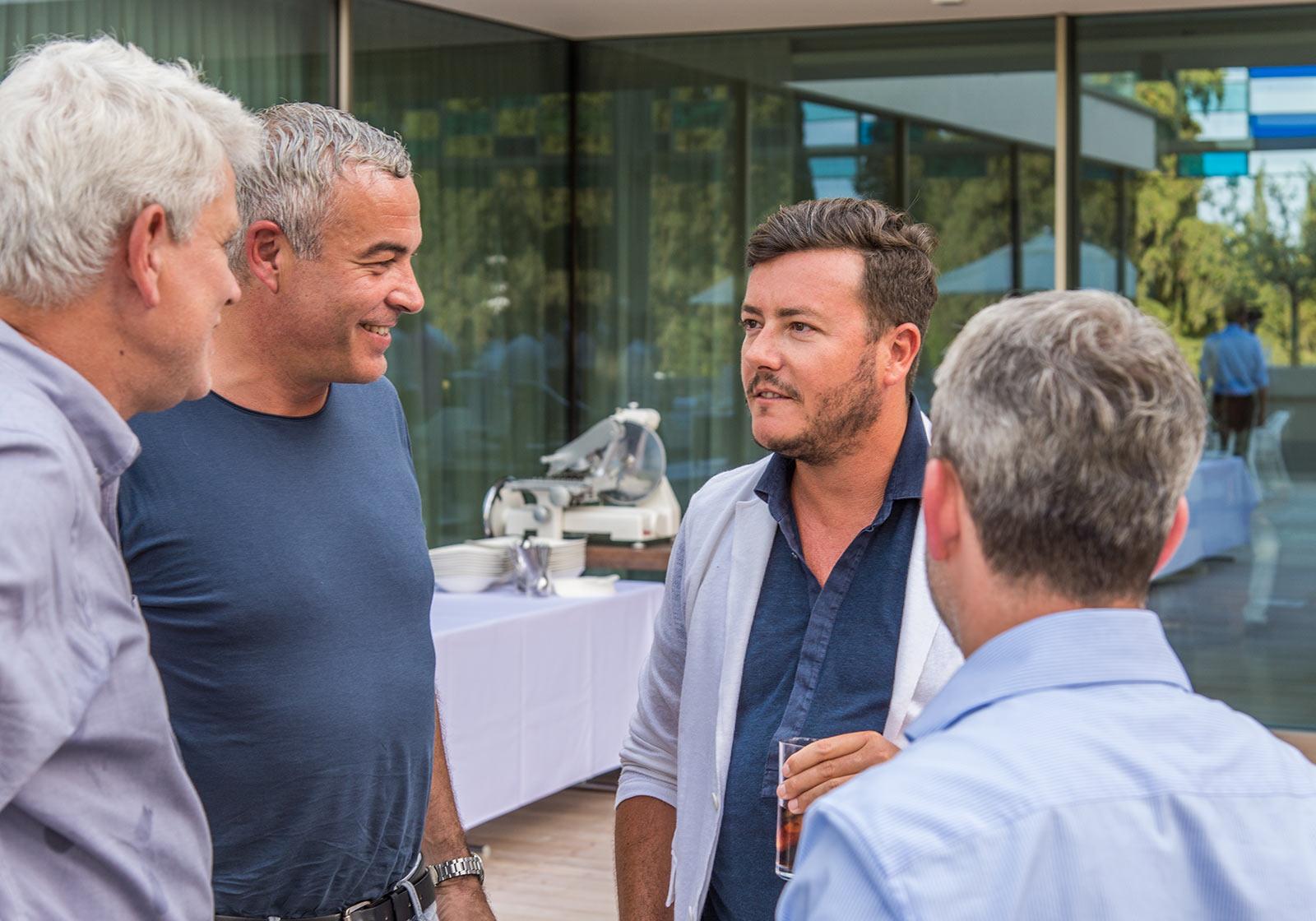 Marc Mark, ATP-Partner und GF ATP sphere (2.v.l.) mit Bauherr René Benko, Beiratsvorsitzender SIGNA Gruppe (2.v.r.). Foto: SIGNA/ av-media productions gmbH