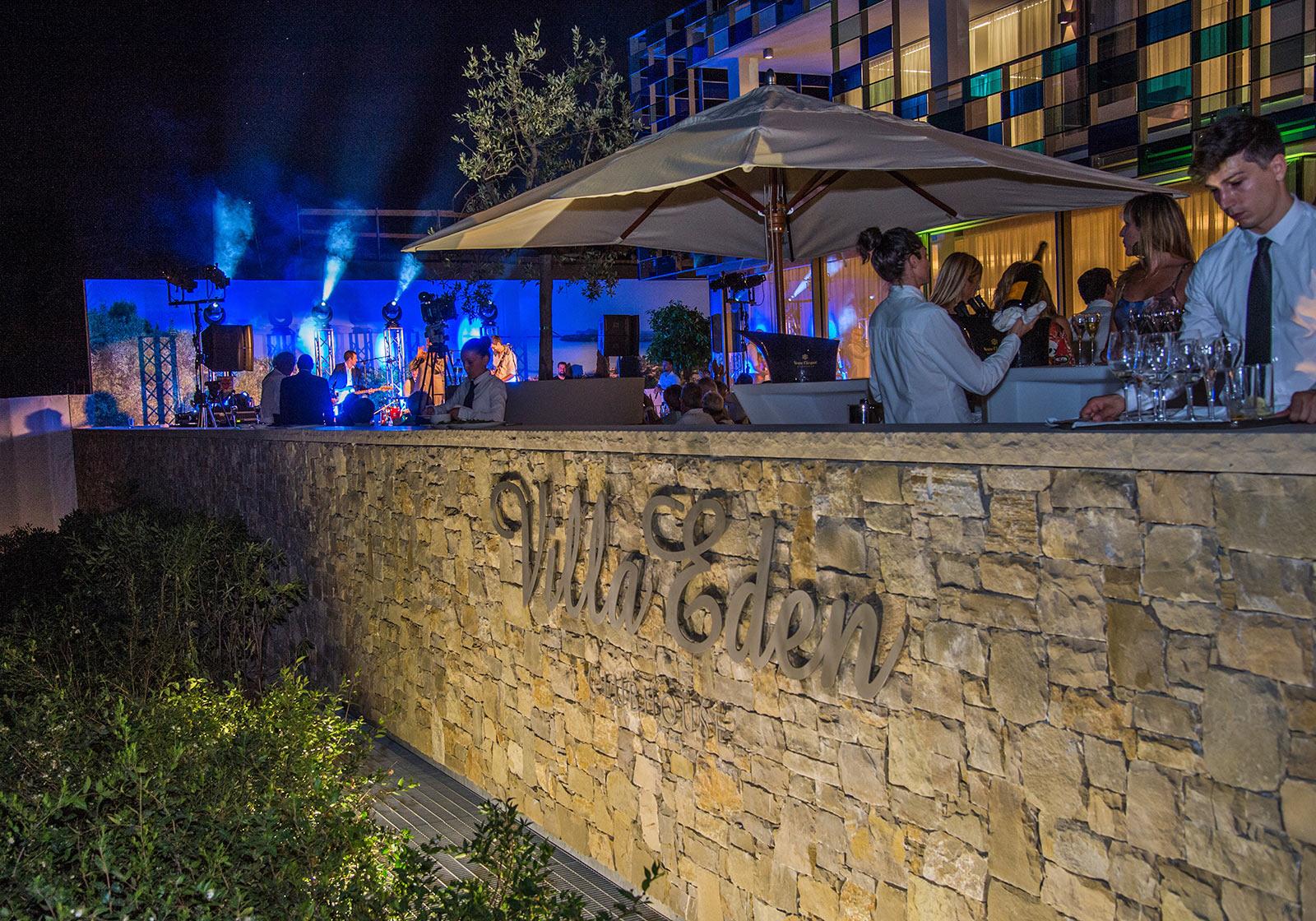 Das Eröffnungsevent fand auf der Terrasse des Clubhouse statt, welches das Zentrum des Gesamtensembles bildet. Foto: SIGNA/ av-media productions gmbH