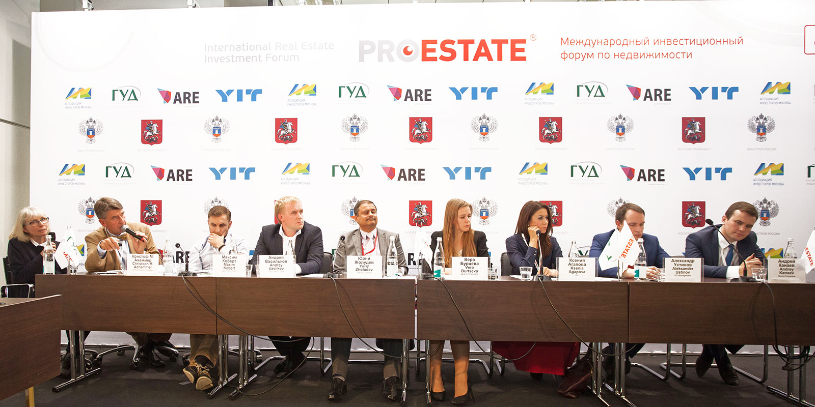 The podium discussion offered visitors insights into the real estate sector. Photo: PROESTATE