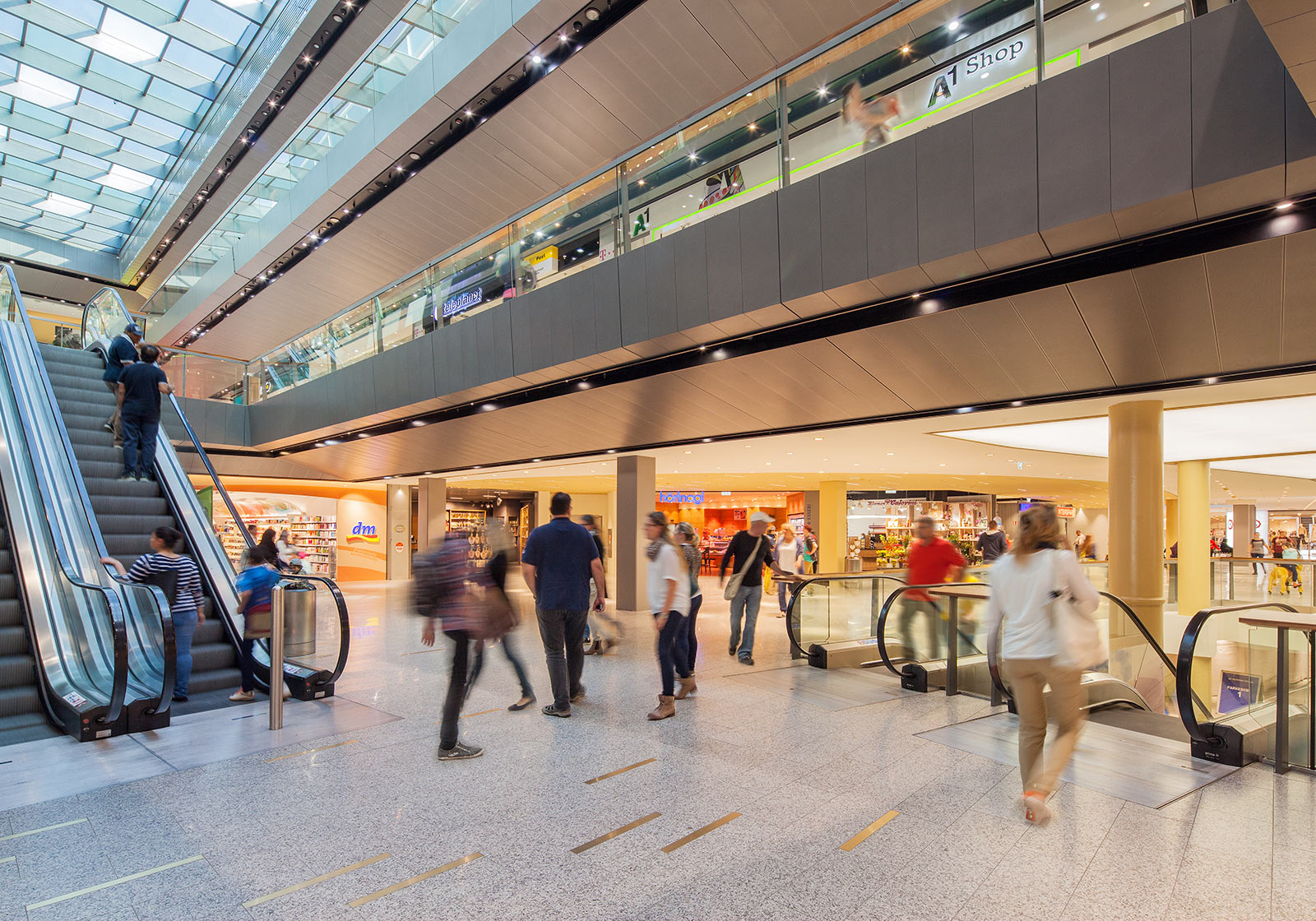 The escalators improve customer orientation and provide access to the new foodcourt. Photo copyright: © c) Innfocus Photography, Jean-Stéphane Mus