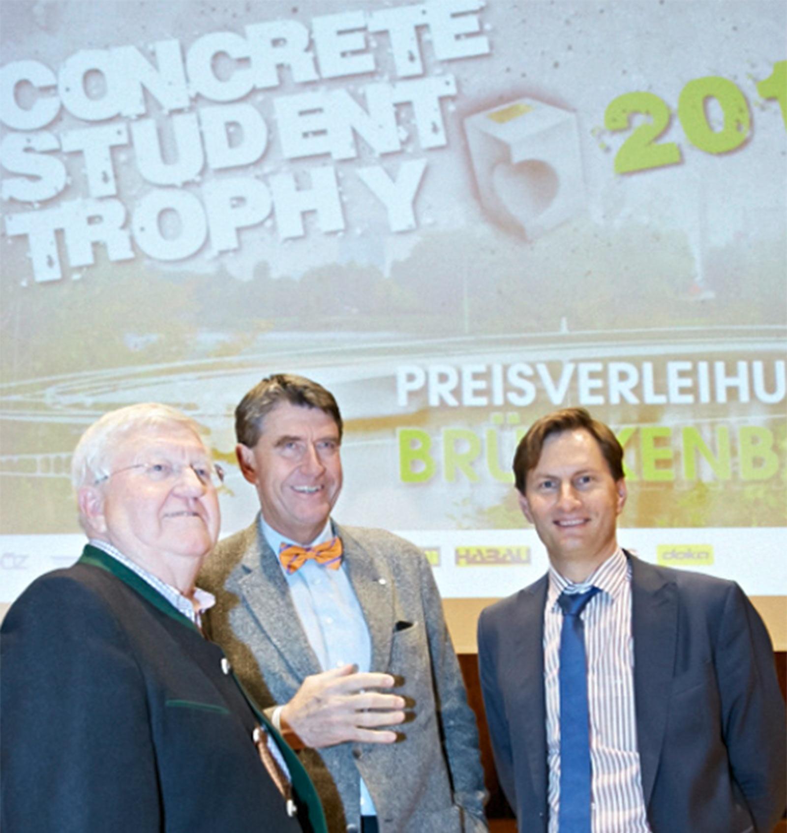 Die Initiatoren der Student Trophy DI Felix Friembichler (GF VÖZ i. R.), Prof. Christoph M. Achammer und DI Sebastian Spaun (GF VÖZ). Foto: Zement und Beton, T. Schwentner