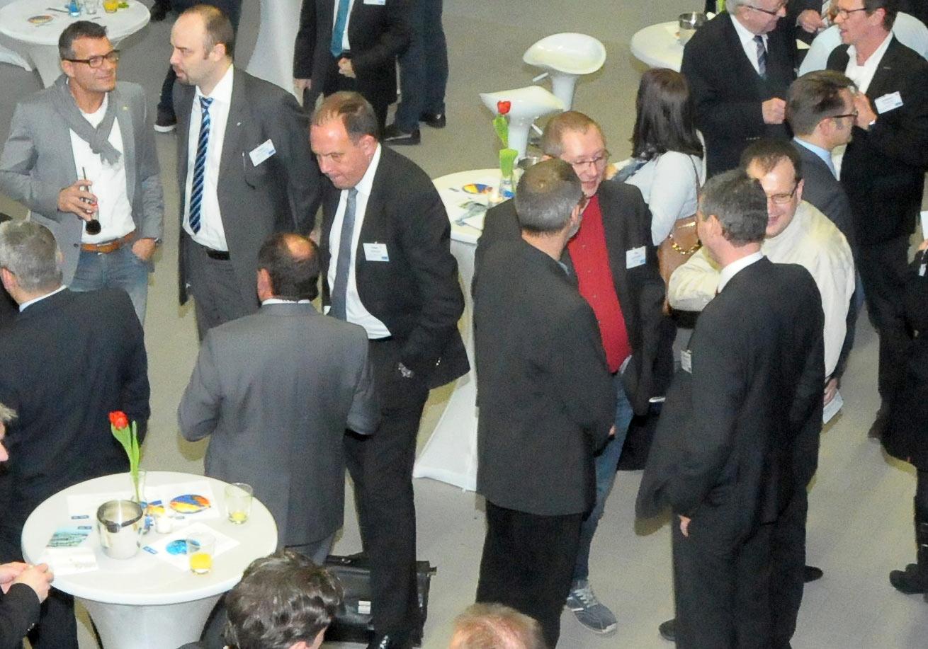v. l.: Projektleiter Andreas Salamon, TGA, ATP München, bei der Eröffnung des AVL Tech Centers. Foto: AVL