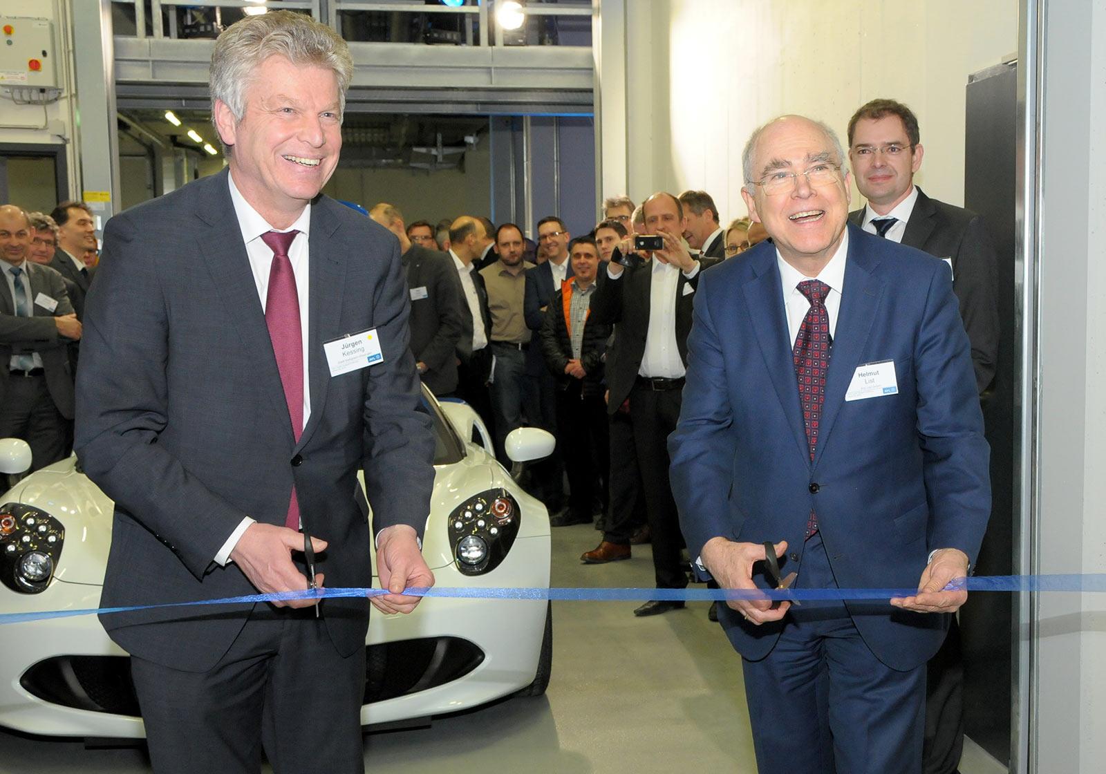 Helmut List (CEO AVL) und Jürgen Kessing (Bürgermeister von Bietigheim) bei der Eröffnungsfeier des neuen Tech Center nahe Stuttgart. Foto: AVL