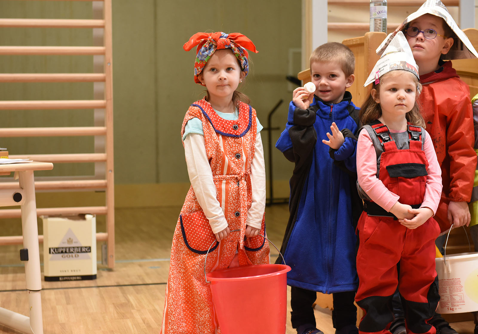 Дети из коммуны Хольцгау очень рады новому образовательному центру. Фото: ATP