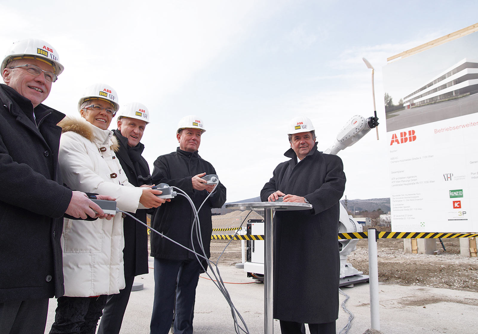 Слева направо: Йоханн Айгнер (PORR), Петра Богуслав, Хорст Райнер (ATP), Герберт Яншка, Франц Шалупеки (ABB). Фото: ABB