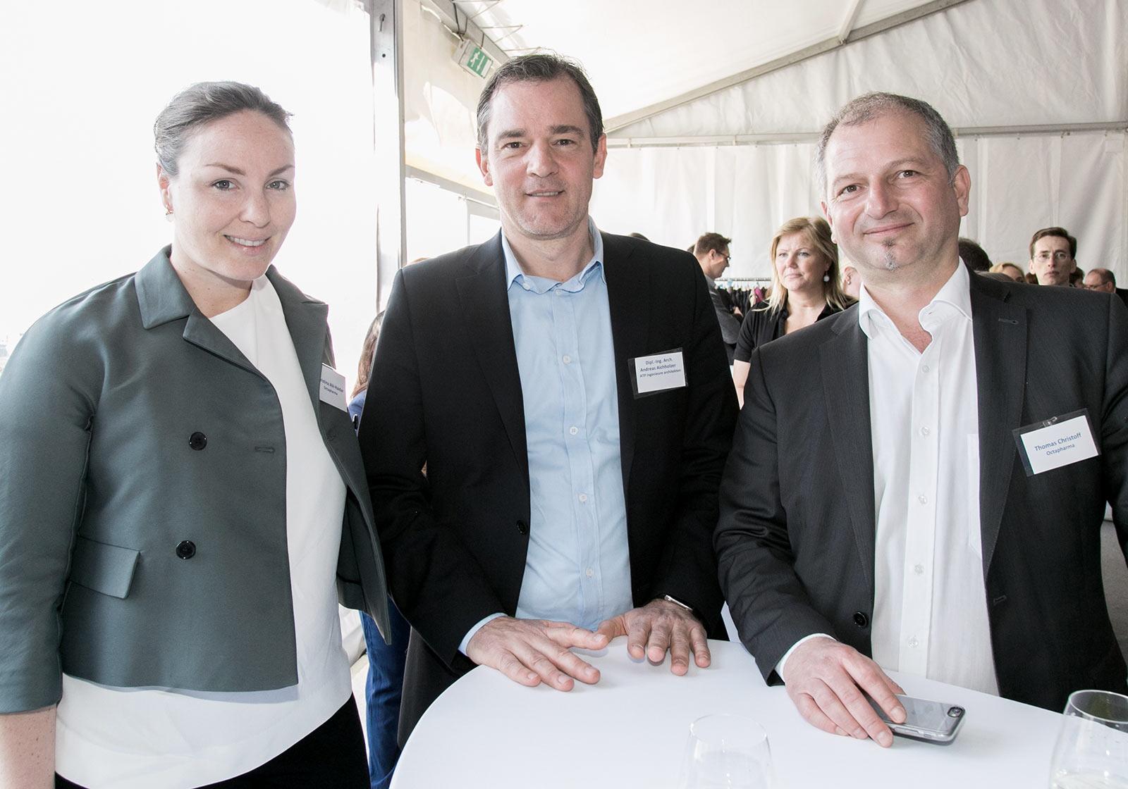 v.l.: Christina Abi-Haidar (Octapharma), Architekt Andreas Aichholzer (ATP) und Thomas Christoff (Octapharma) at the grpundbreaking ceremony. Photo: Octapharma