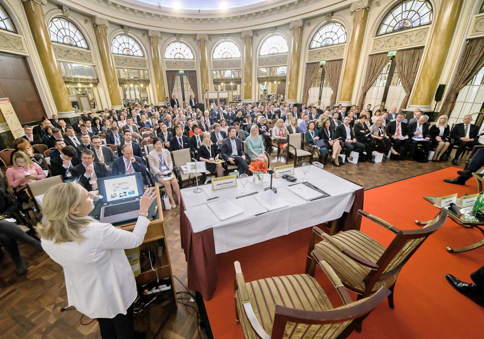 Большое количество посетителей обсуждения на тему «Проекты умного строительства». Фото: http://www.filipovic-advisory.com/hr/eventi/dvanaesta-godisnja-medunarodna-konferencija-o-razvoju-nekretnina