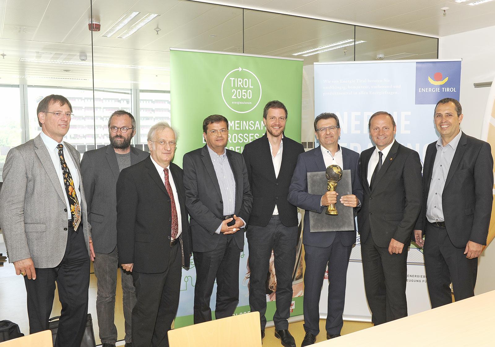 Paul Ohnmacht und Gerald Hulka nahmen den Energy Globe Award Tirol entgegen. Foto: Energie Tirol/Michael Gasser