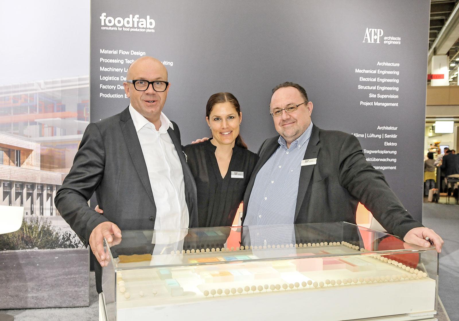 Michael Trautwein, Beate Fankhauser und Martin Katzlinger präsentierten Foodfab auf der Fleischmesse. Foto: Creativ Photo