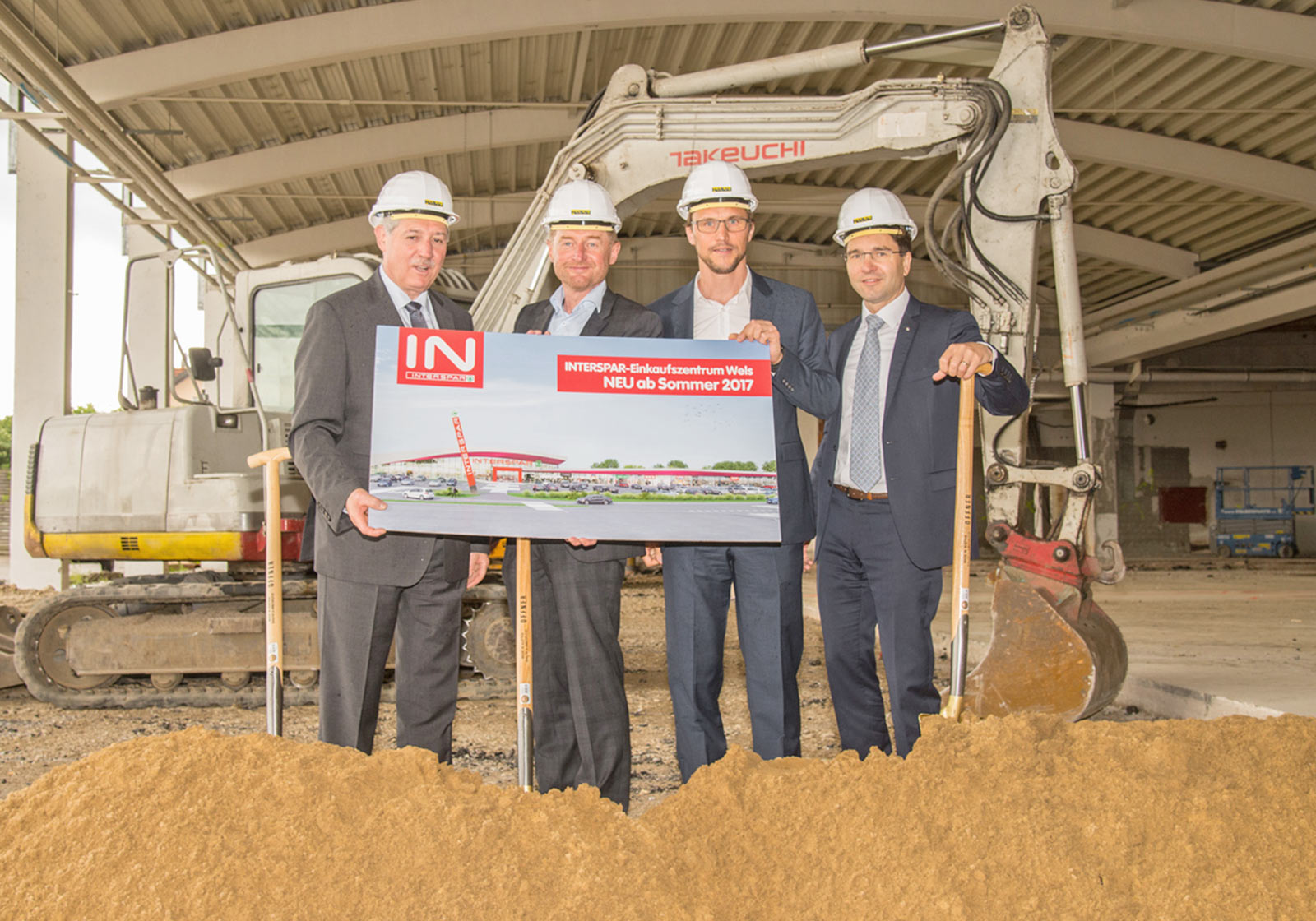 From left:Upper Austrian government official Michael Strugl, the Mayor of Wels Andreas Rabl, ATP-Architect Philipp Berchtold and CEO of INTERSPAR Österreich Markus Kaser. Photo: Spar