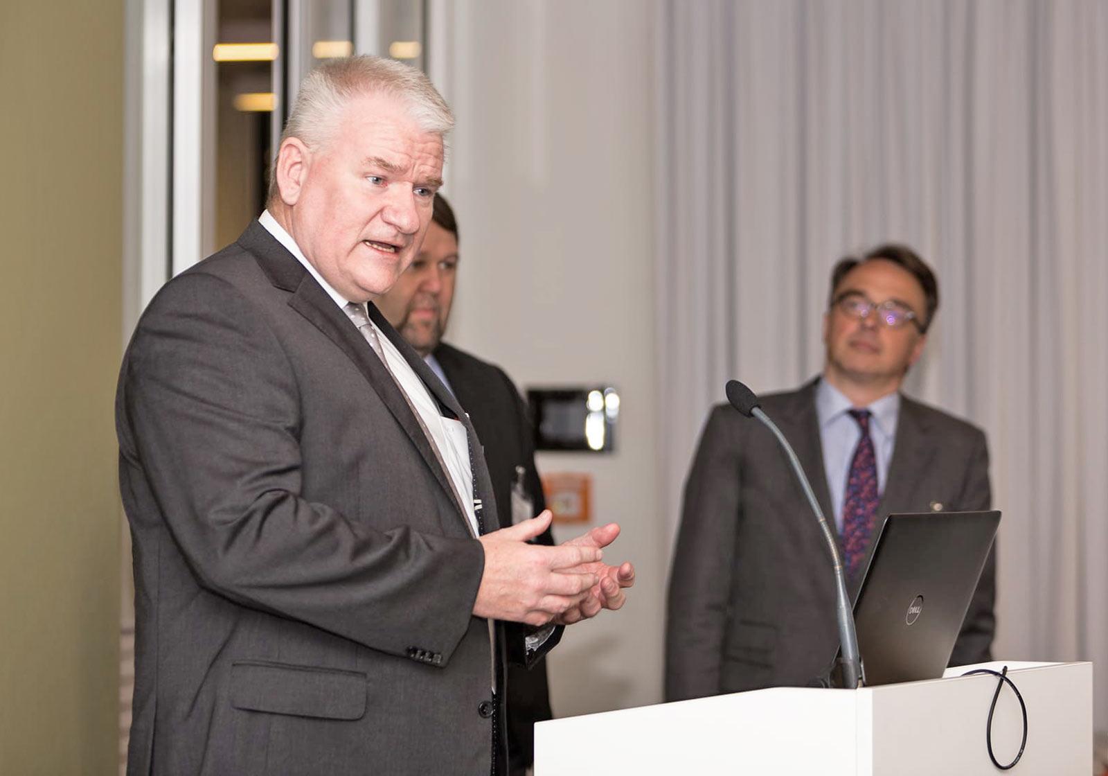Siegfried Loewenguth plädierte für eine interdisziplinäre Zusammenarbeit beim Klinikbau. Foto: querformat/ Klinikimmobilie
