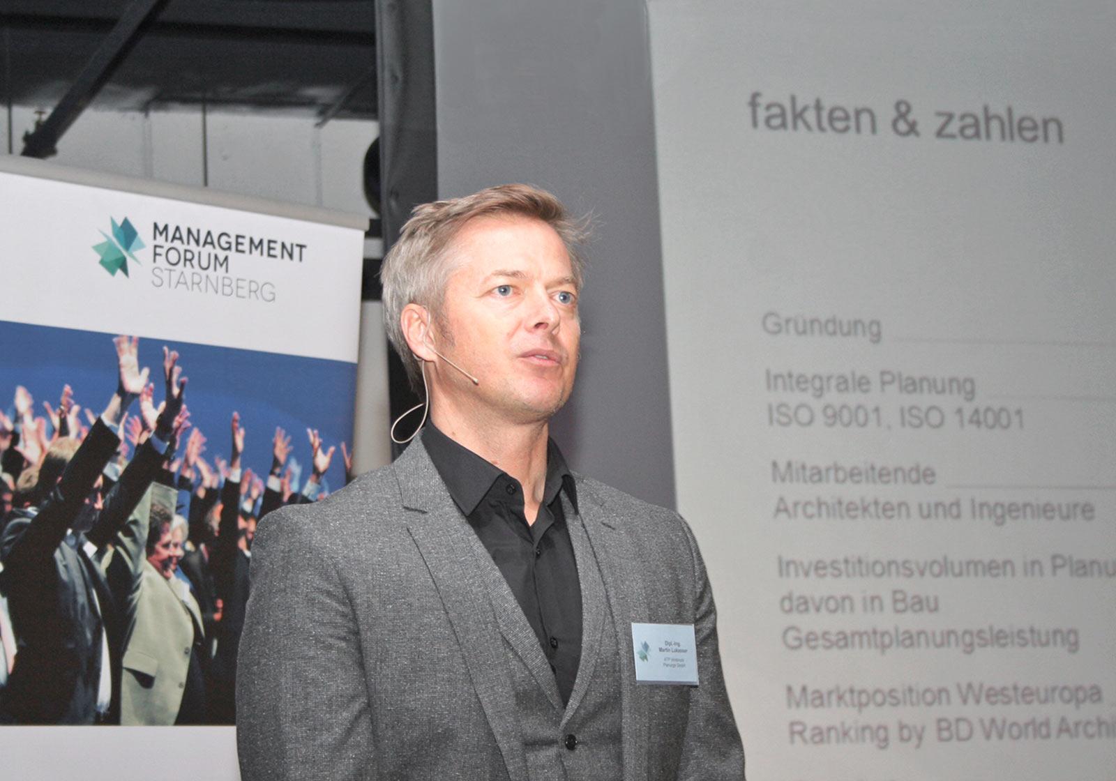 Architect Martin Lukasser, ATP Innsbruck, at the congress. Photo: Melanie Meinig/industrieBAU.