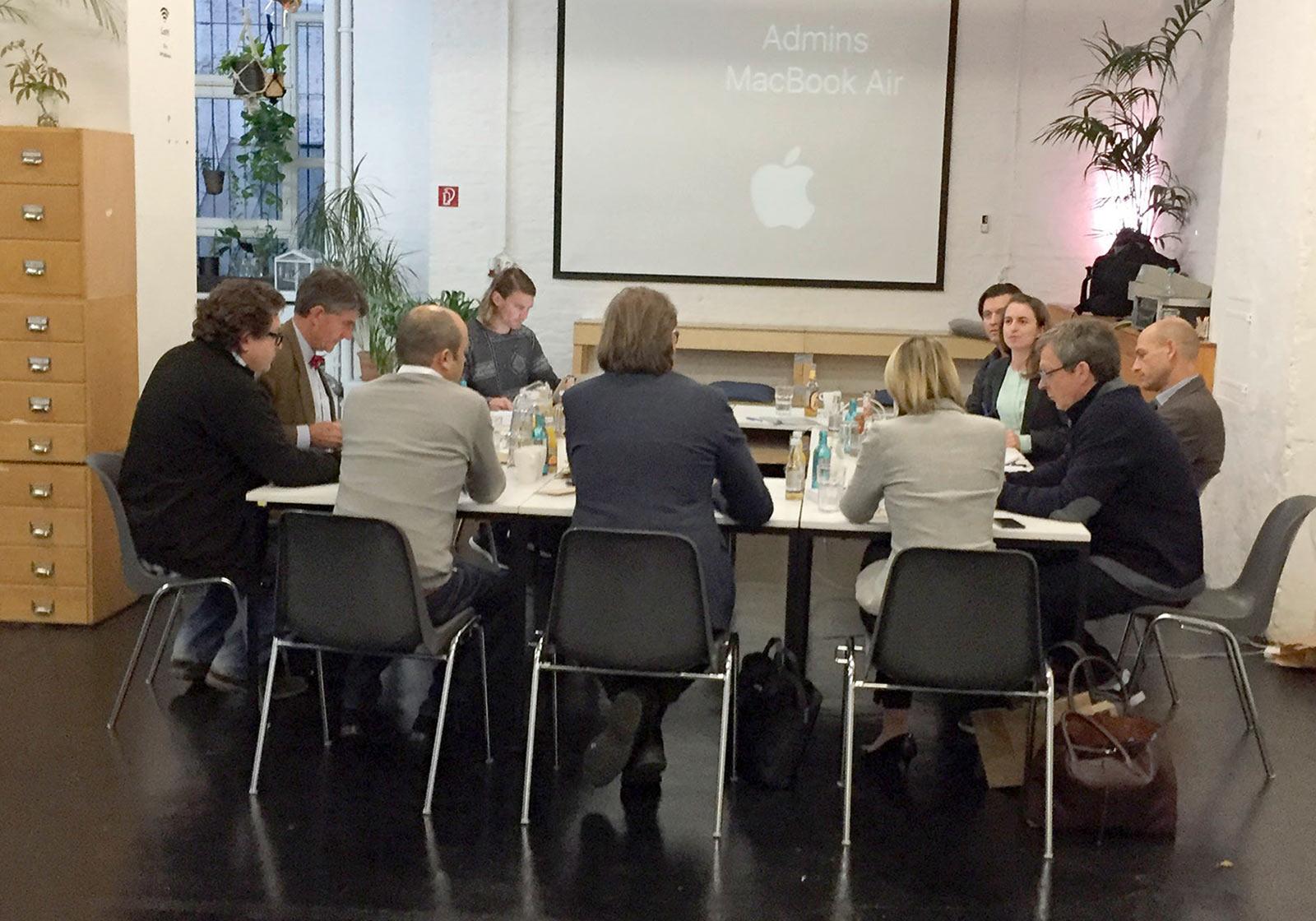 Die Jury auf der Suche nach visionären Konzepten um die Unternehmensgastronomie 2025. Foto: jovoto
