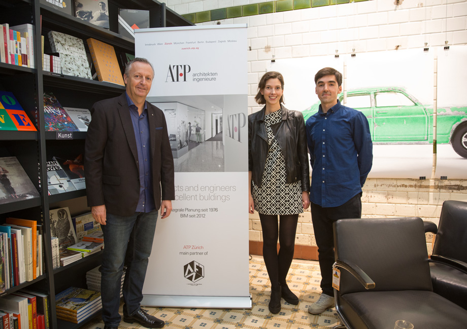 The Managing Director of ATP Zurich Michael Gräfensteiner (left) with the organizers Ágota Komlósi (centre) and Péter Polány (right) at the sponsor's reception in the Never Stop Reading bookshop. Photo: ATP