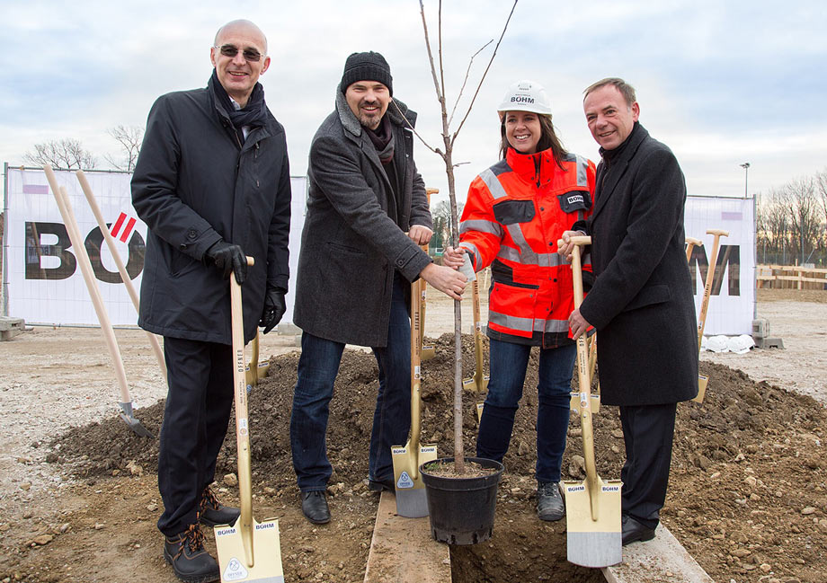 Heinz Lindner, Associate Partner of ATP, with Michael Kleinbichler (magdas), Rebecca Girolla (Böhm) and Gerald Bischof (District Mayor of Liesing). Photo: Patrizia Gapp
