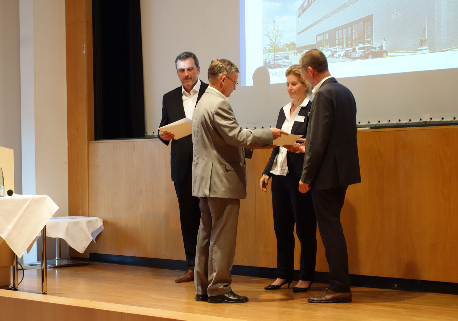 From left: Harald Weinert (Daimler) and Michaela Hauser and Michael Mann (ATP Munich) take great delight in receiving the award. Photo: IREM Team