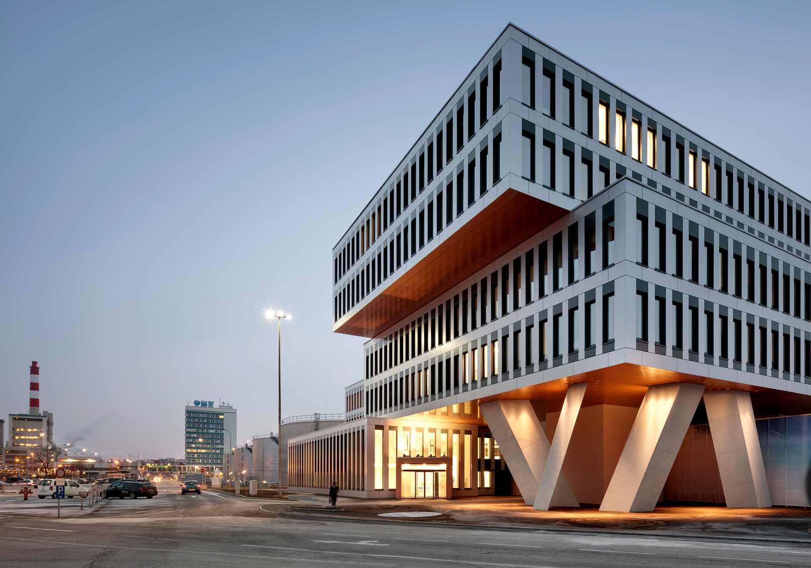 The bridge-like building with the expressive columns combines functionality and aesthetics. Photo: ATP/Kuball