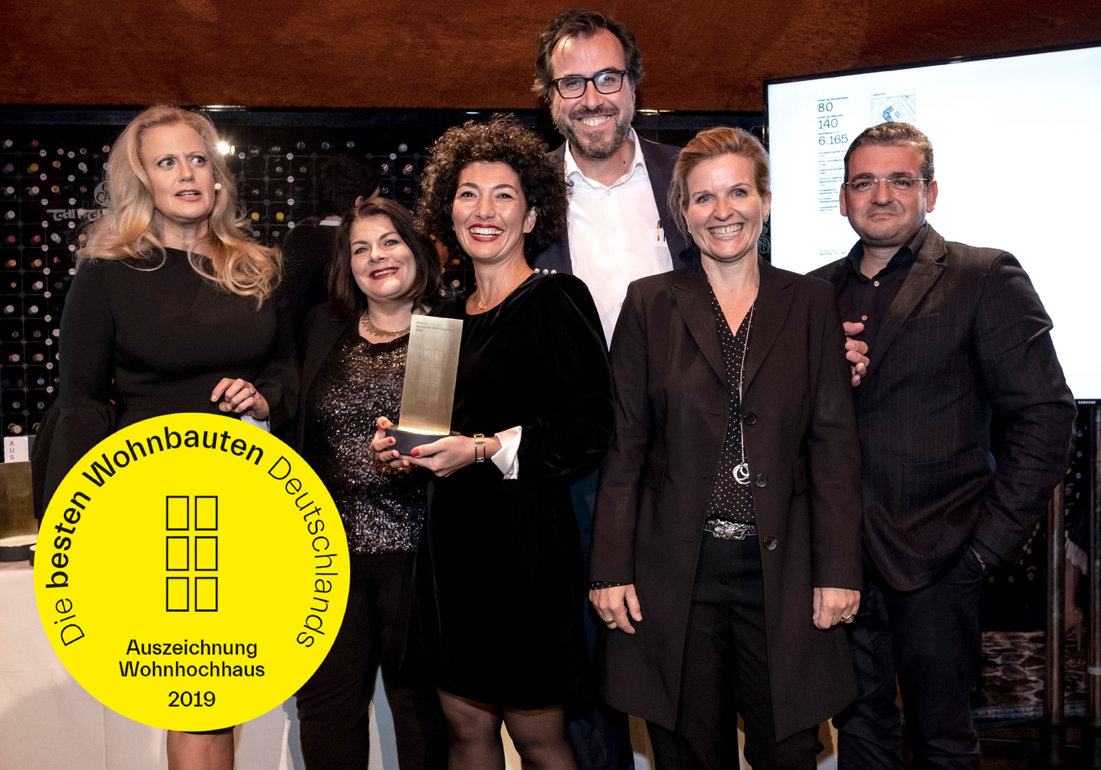 from left: Barbara Schöneberger (moderator), Nicole Nagel (office manager, 6B47), Ershade Shahangi (project leader of the client 6B47), Florian Beck (Head of Design, ATP Munich), Michaela Hauser (CEO, ATP Munich), and Andre Lyashenko (project leader, ATP Munich) at the award ceremony. Photo: Callwey Verlag