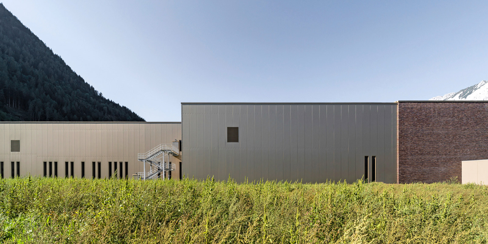 The production building has a modern, technological appearance. Photo: ATP/Bause