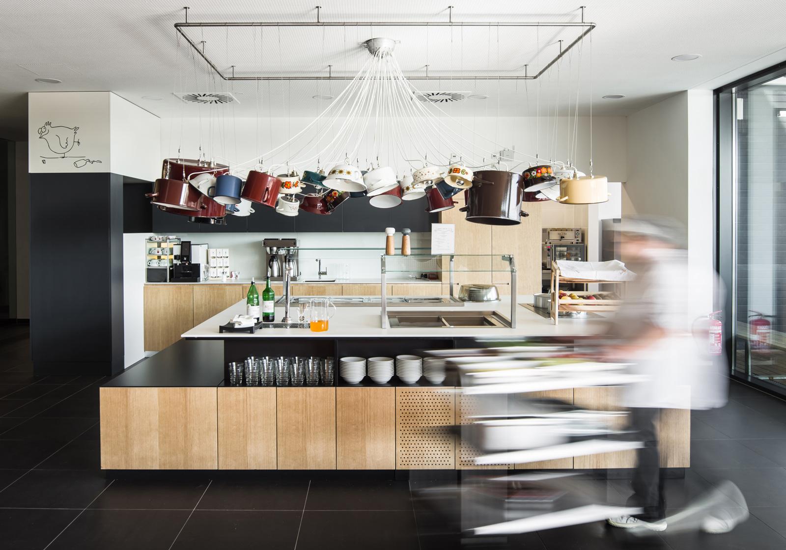Die magdas Großküche von ATP: sozial engagierte Architektur, die mit Nachhaltigkeit und Design punktet. Foto: ATP/Florian Schaller