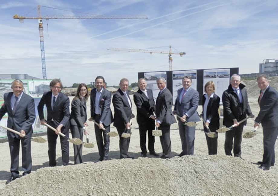4th from left: Thomas Mattesich, ATP Munich, with client representatives and politicians at the groundbreaking ceremony. photo: Freudenberg
