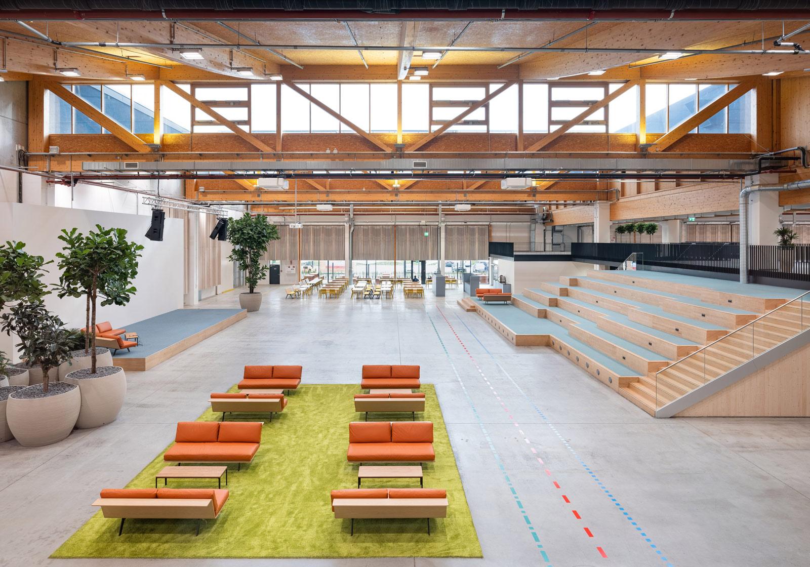 Unter dem sieben Meter hohen Sheddach ist viel Platz für kreatives Arbeiten. Credits: ATP/Pierer