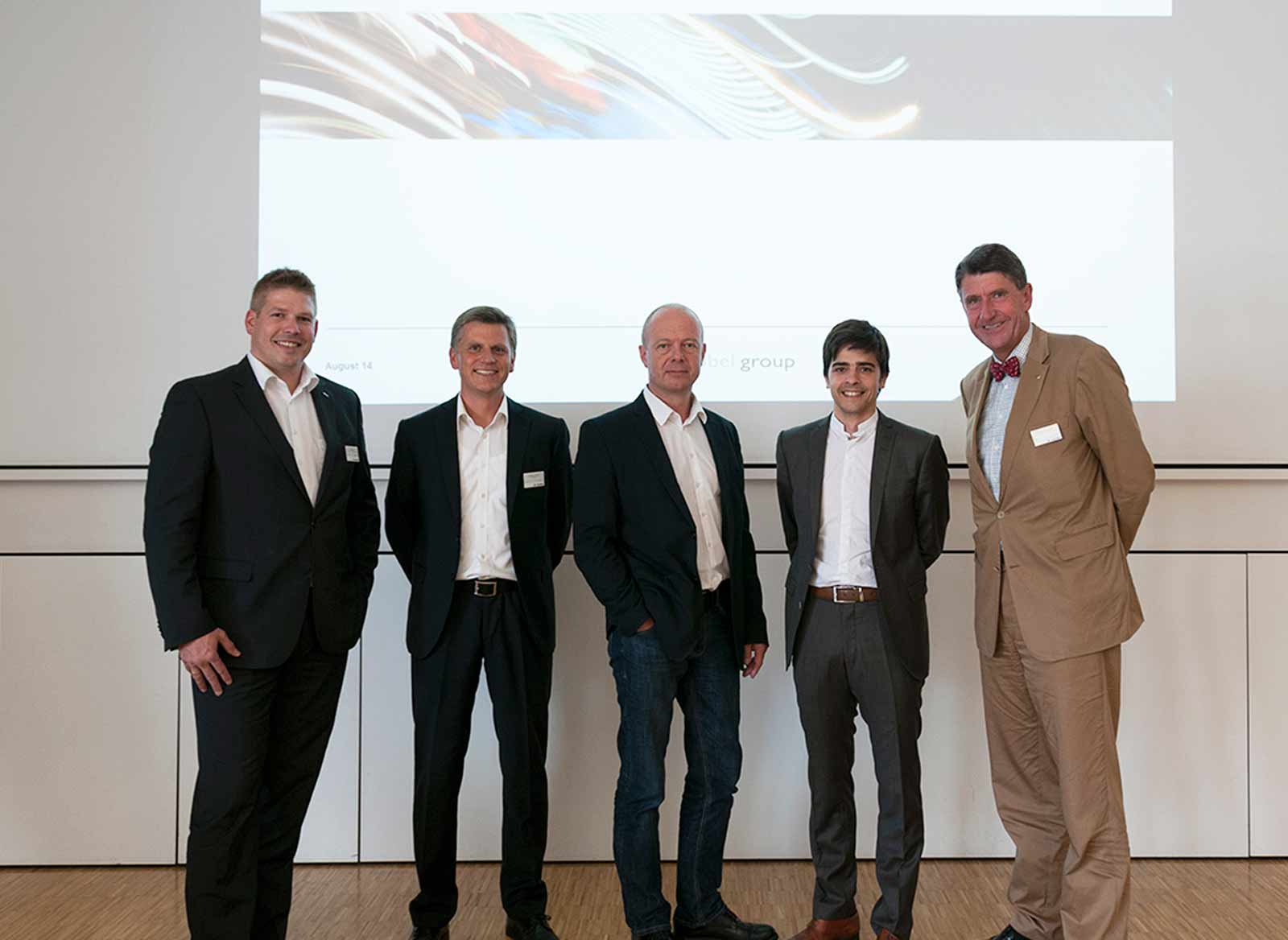 Architect Matthias Wehrle, Managing Director, ATP kfp architects engineers, Zurich (2nd from left) and ATP CEO and Chairman of IG Lebenszyklus Christoph Achammer (right), Photo: Zumtobel Group