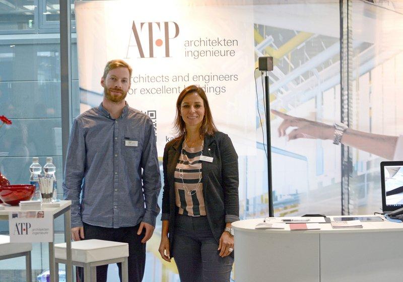 Das ATP-Team informierte beim Karriere Gipfel zu IT und Technik bei der Planung. Laurenz Baumgartner (l.), Astrid Schernthaner (r.), sowie Elisabeth Auer und Thomas Neyer (ATP Innsbruck). Foto: ATP
